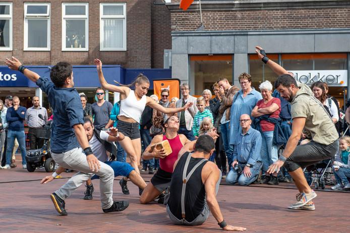 Almelo heeft een rijke traditie aan straattheater.