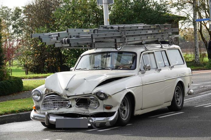 De Volvo raakte flink beschadigd.