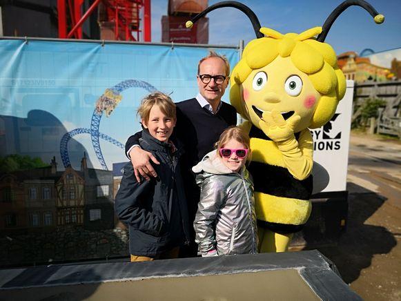 Minister Ben Weyts had zijn kinderen mee voor de eerstesteenlegging.
