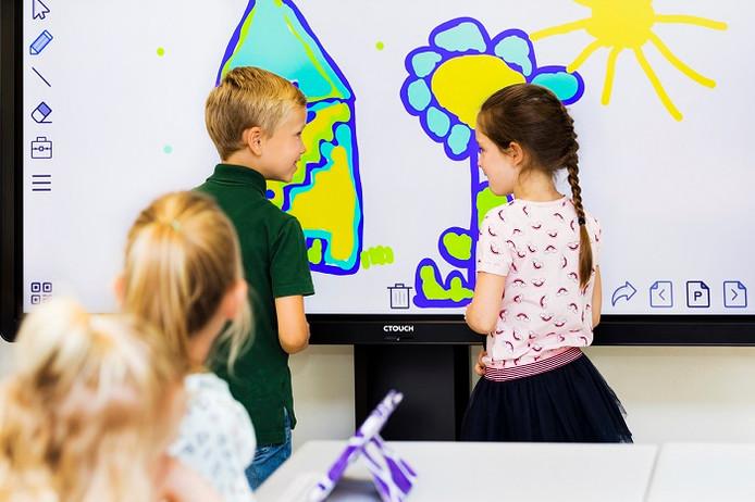 Interactief beelscherm van Ctouch voor klaslokalen.