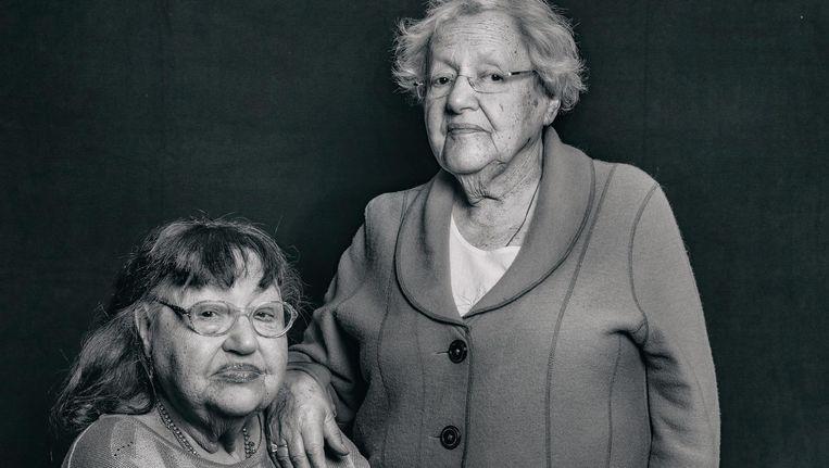 De zussen Mirjam (l) en Suze Krieg, die samen met hun ouders het kamp Bergen-Belsen overleefden Beeld Hanna Snijder