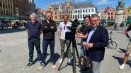 Belpopkenners Jan Delvaux en Jimmy Dewit filmen in Brugge voor opnames muzikale wandeling