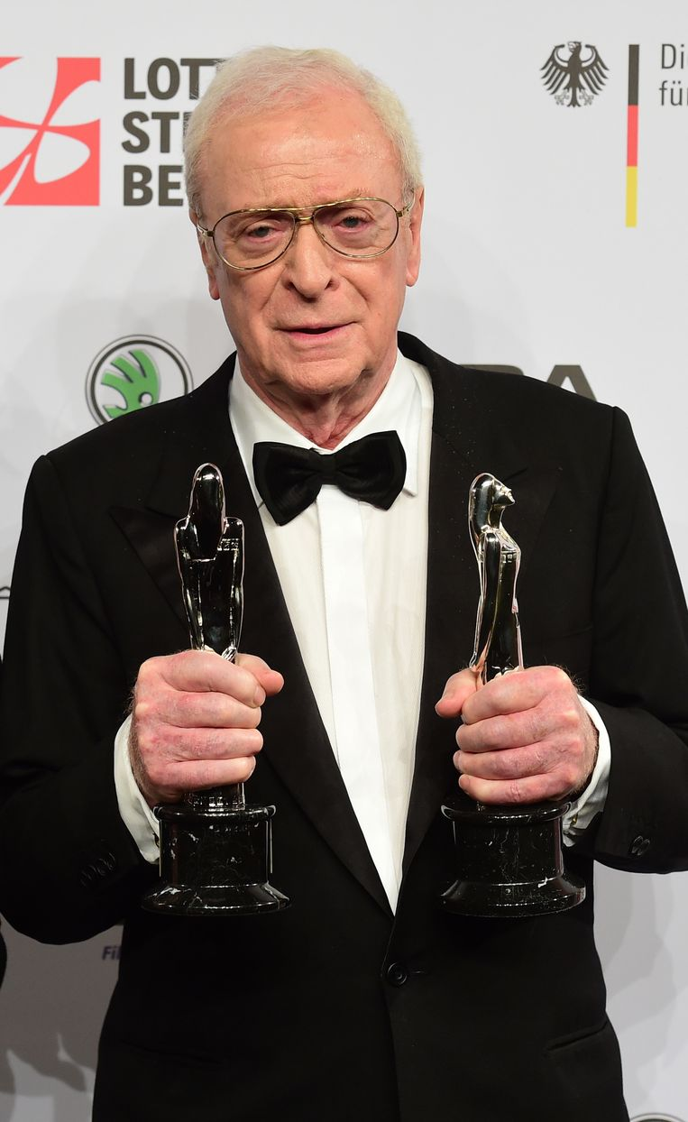 Michael Caine won naast de prijs voor beste acteur ook een 'Ere Award van de President en het Bestuur van EFA' Beeld afp