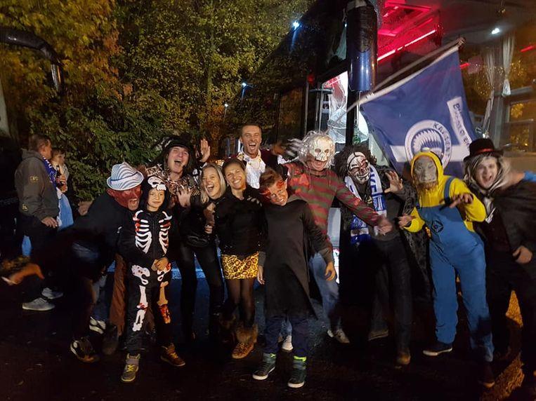 De supportersclub Buffalo Eke zit niet om een stunt verlegen: met Halloween trokken de leden verkleed naar de match.