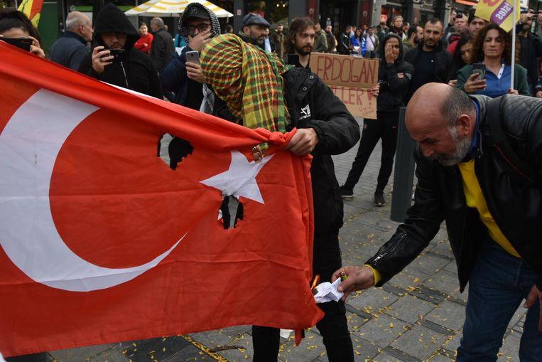 400 Koerden protesteren aan Sint-Gillisvoorplein