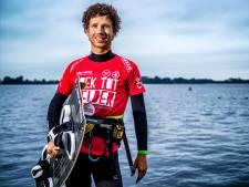 Vinkevener Hans Bobeldijk wil kitesurfen van Hoek van Holland tot Den Helder: 'Zee is machtig en intens mooi'