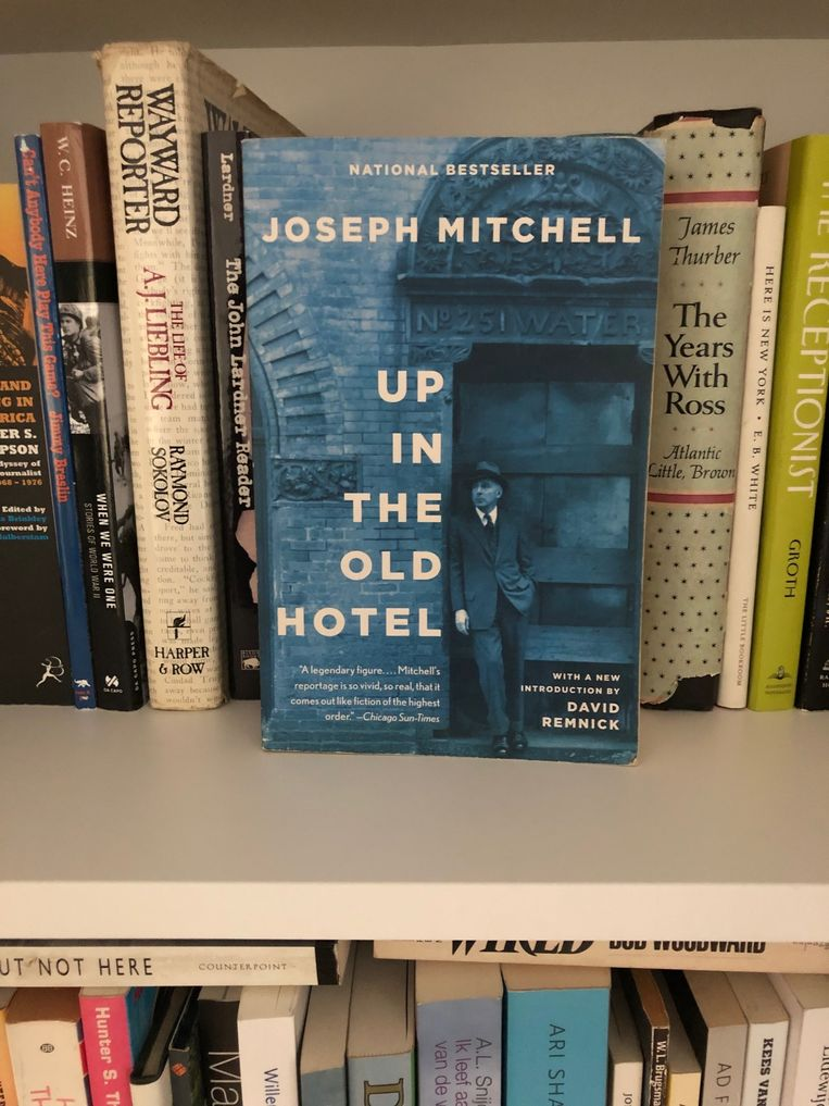 Al twintig jaar lang houd Michel van Egmond het verzameld werk van Joseph Mitchell binnen handbereik, 'waar ik ook ga'.  Beeld null