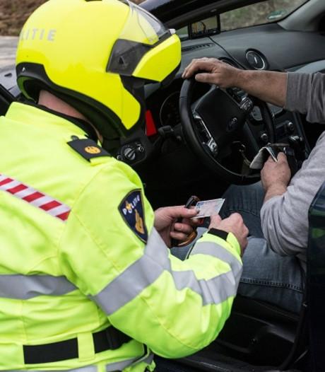 Motorrijder is rijbewijs kwijt na maken van een 'wheelie'