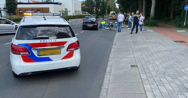 Fietser gewond na botsing met auto in Putten: vrouw naar ziekenhuis.