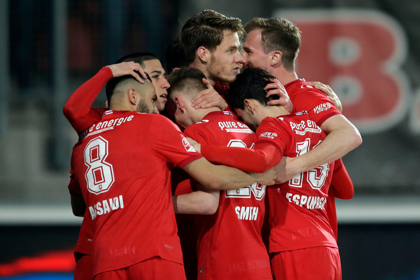 Jari Oosterwijk of FC Twente celebrates 1-0 with Oussama Assaidi of FC Twente, Aitor Cantalapiedra of FC Twente, Matthew Smith of FC Twente, Javier Espinosa of FC Twente, Peet Bijen of FC Twente