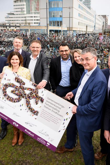 Bouw fietsflat met 5000 plekken bij station Eindhoven start in 2020
