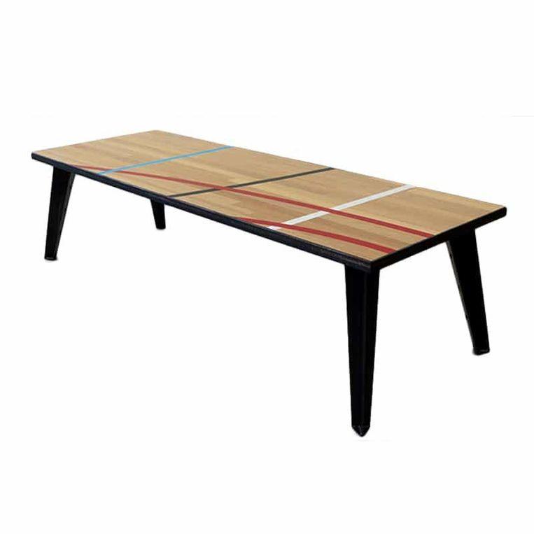 Een tafel van gymzaalvloer. Beeld