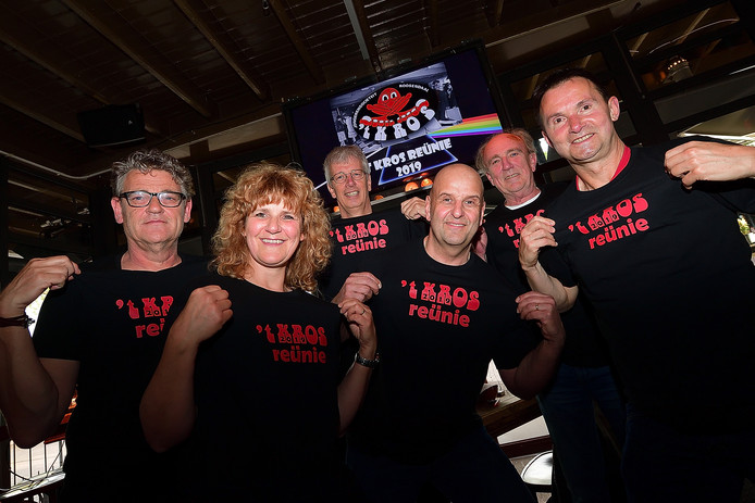 De reünie-commissie van 't Kros, v.l.n.r. Marcel, Carola, Roland, Jos, Leopold de Beer en René Reijnders. Foto Peter van trijen