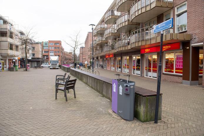 Veel bewoners vinden dat de muurtjes in de Willem-Alexanderstraat wel mogen verdwijnen. Ze blijken echter een belangrijke functie te vervullen bij de afvoer van overvloedig hemelwater.