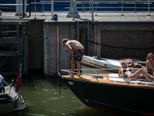 Sluis bij Schellingwoude weer open na botsing tankschip