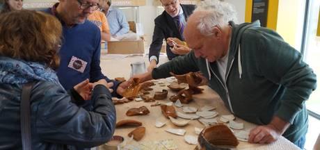 IJsselsteinse burgemeester knutselt zelf archeologische vondsten in elkaar