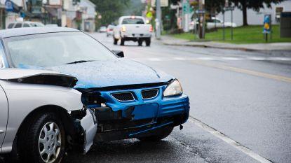 Twee gewonden bij verkeersongeval op kruispunt E34 met Vakebuurtstraat
