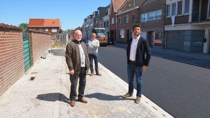 """Bewoners Pollarestraat halen opgelucht adem na een jaar werken: """"Tevreden dat slecht wegdek verdwenen is, maar te weinig parkeerplaatsen"""""""