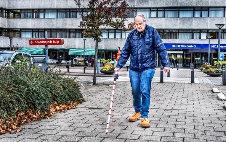 Henk Kortschot voor zijn zo geliefde ziekenhuis in Amsterdam.  Beeld raymond rutting