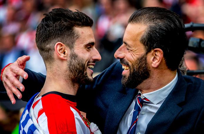 Gaston Pereiro met Ruud van Nistelrooy bij de huldiging van kampioen PSV.