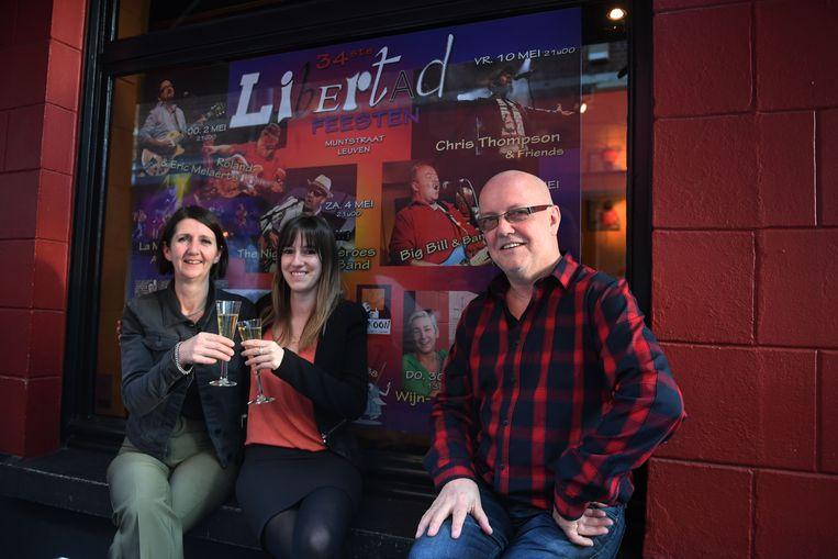 Trouwe tapster Tallie, Eleni Evers en Rikky Evers zijn helemaal klaar voor de 34ste editie van de Libertadfeesten.