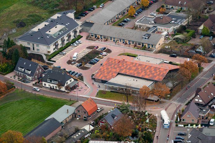 Luchtopname van het Kulturhus in Elspeet.