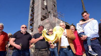Kerkhaan staat weer op de toren van de Sint-Pieterskerk