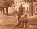 Pomp op de Dorpsstraat in Lexmond rond 1934