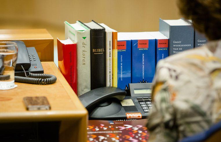 De Koran en de Bijbel op de tafel van Tweede Kamervoorzitter Anouchka van Miltenburg. Beeld anp