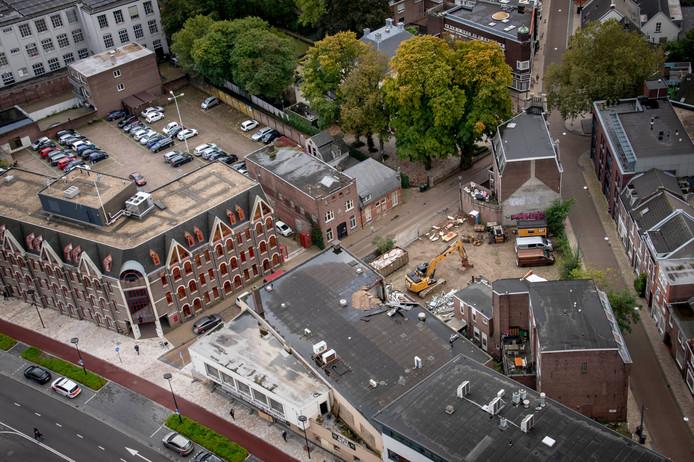 Het pand op de driehoek Spoorlaan-Noordstraat-Utrechtsestraat stond er jaren verpauperd bij, sinds het faillissement van de zaak in 2011.