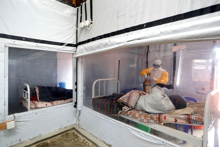 Vorig jaar lager er nog verschillende patiënten met ebola in behandelcentra in Congo. Nu zijn ze leeg.  Beeld  Reuters/Zohra Bensemra