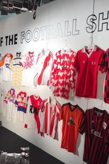 Twentse verzamelaar voetbalshirts geniet op eigen expositie in Londen