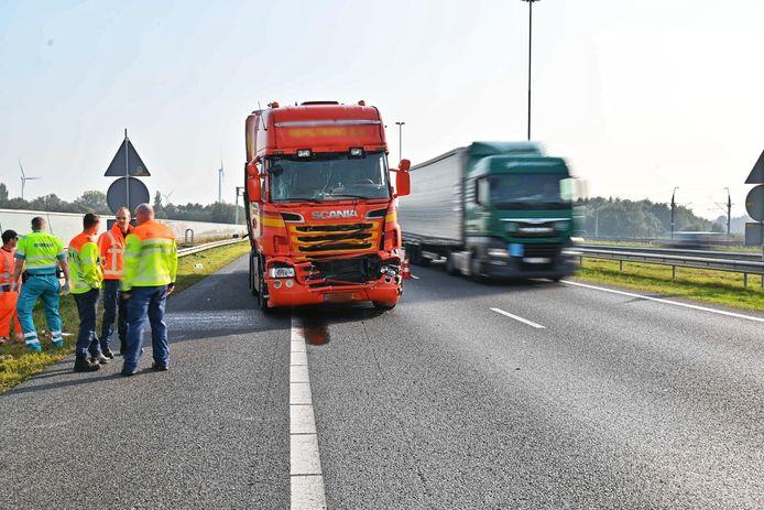 Ongeluk met vrachtwagen op A16 bij Hazeldonk.