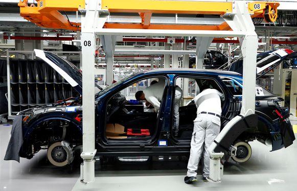 Assemblage van een Audi e-tron in de fabriek in Brussel.