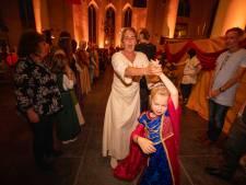 'Merries' en 'hengsten' openen bal in Grote Kerk