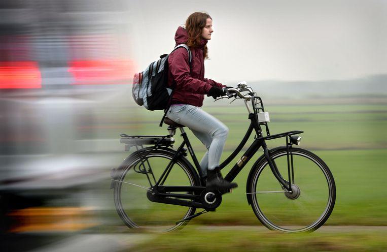 In Nederland rijden 1,2 miljoen ANWB-leden op een elektrische fiets. Ongeveer de helft van deze leden klaagde bij de bond over de problemen die ze met de fietsaccu hadden. Beeld Marcel van den Bergh / de Volkskrant
