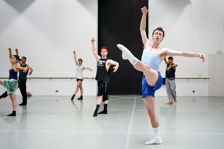 Het Nederlands Dans Theater is weer begonnen met repeteren. Beeld Phil Nijhuis