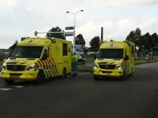 Ene ambulance uit Groningen schiet andere te hulp na botsing in Enschede