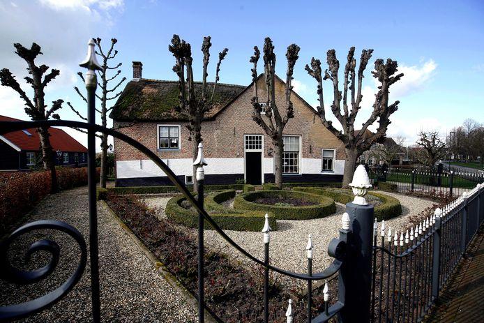 De boerderij aan de Dorpsweg 125 werd gebouwd in de 17de eeuw.