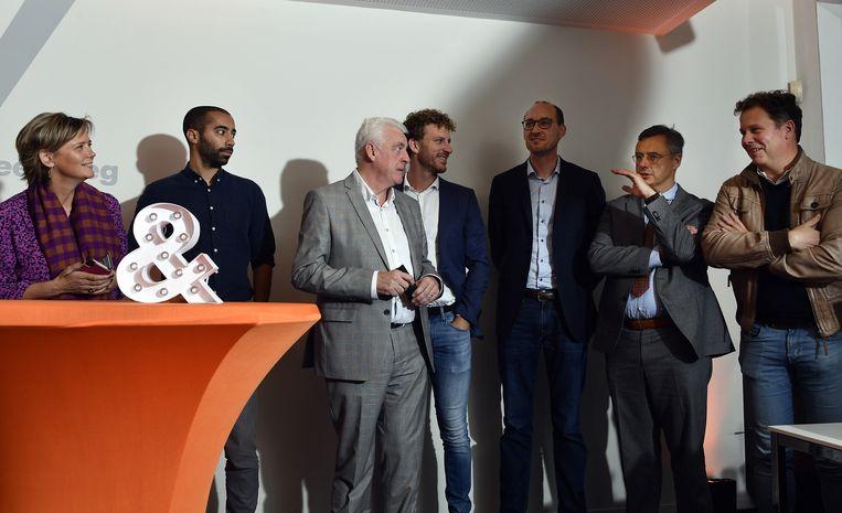 De kandidaat-voorzitters bij CD&V: (vlnr) Katrien Partyka, Sammy Mahdi, Walter De Donder, Christophe Vermeulen, Vincent Van Peteghem, Joachim Coens en Raf Terwingen.