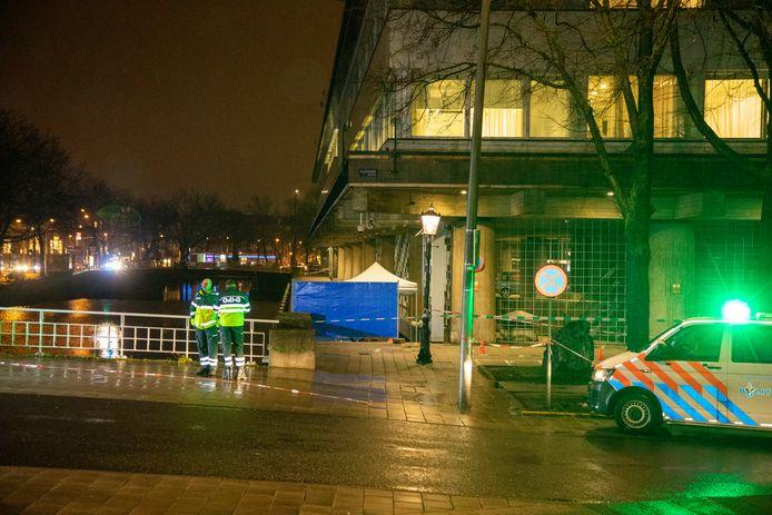 Bij De Nederlandsche Bank in Amsterdam werd meerdere keren geschoten.