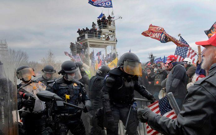 De oproerpolitie kwam volgens critici veel te laat in actie.