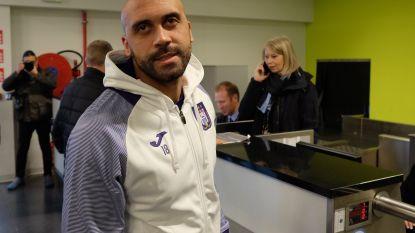 Kijk naar de beelden van het vertrek van Anderlecht, met focus op Vanden Borre