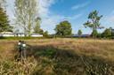 Het braakliggende campingterrein moet ruimte gaan bieden aan een zonnepark van de gemeente Oldebroek.