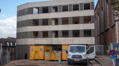 Afbraak appartementen De Vos gestart