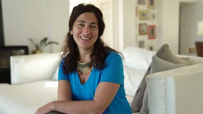 """Emotionele Zuhal Demir in 'Die Huis': """"Ik geraakte niet meer uit mijn bed na het overlijden van mijn moeder"""""""