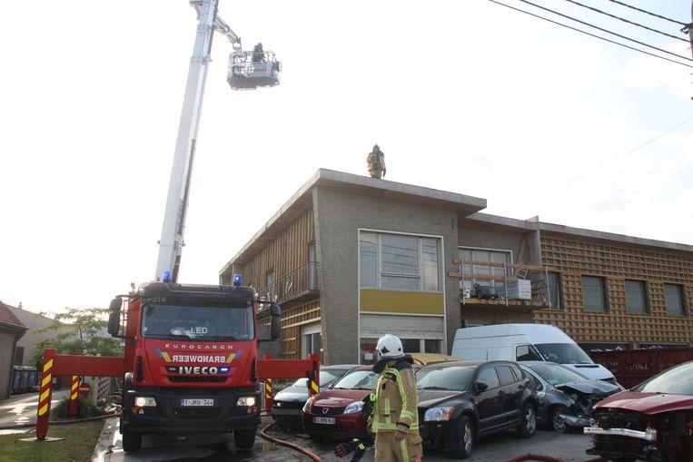 Dakisolatie vat vuur na asfalteringswerken