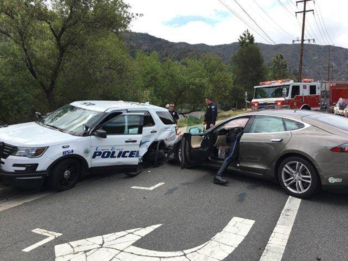 Een ongeval met een Tesla in Amerika.