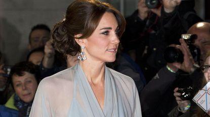 Kate zonder beha op Bond-première