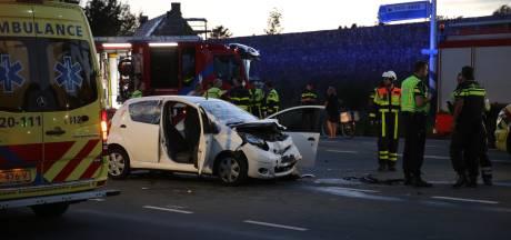 Drie gewonden bij botsing in Bergen op Zoom: vrouw (21) reed door rood en ramde auto van man uit Poortvliet